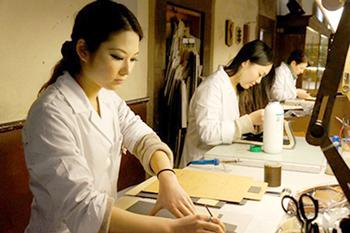 Italian fashion courses - Leather